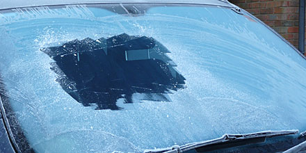 How to remove frost or ice from windscreen